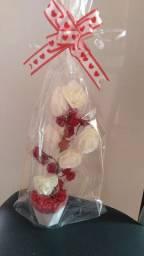 Flor arranjo vermelho com brancas mini
