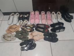 Sapatenis e sandálias para brechos