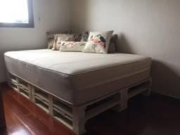 Sofá-cama com base em pallets
