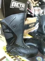 Bota Motociclista Motosafe Cano Alto Preto PVC 100% Impermeável com Proteção