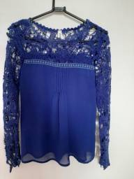Blusa azul de renda