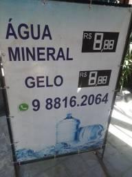 Placa para venda de água e gelo