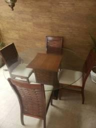 Vendo mesa, 4 cadeiras com o vidro