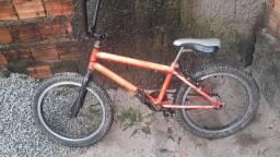 Uma bicicleta usada