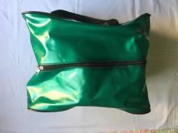 Título do anúncio: (Aceito cartão) Bolsa de Tamanho Médio, na Cor Verde, Impermeável