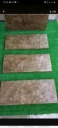Placa de concreto que imita madeira
