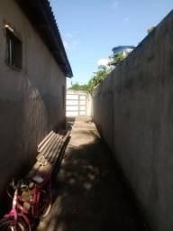 Casa com terreno medindo 10/30 localizada no bairro Parque dos Buritis, ao lado da linha E