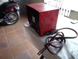 Carregador de bateria para empilhadeira elétrica