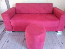 Sofá de 3 lugares com almofada e puff