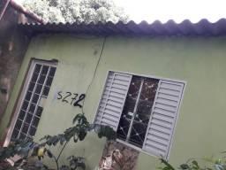 Vende casa em área verde em SP