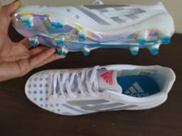 Chuteira  Adidas tamanho 42