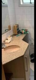 Bancada em mármore de banheiro