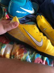 Chuteira Nike amarela