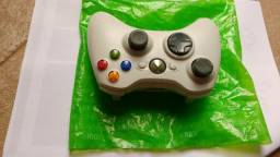 Vende-se Controle sem Fio de vídeogame, cor branca modelo Xbox 360, semi novo....