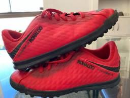 Chuteira Nike 33 - grama fut7