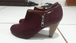 Sapato bota moleca usada