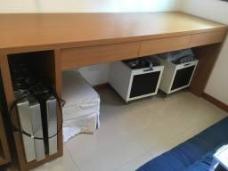 Escrivaninha/ mesa