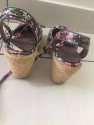 Sandália feminina estilo anabela, salto corda
