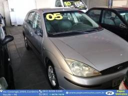 Ford Focus 1.6 Hatch - 2005