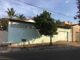 Casa Jardim Balneário - c/3 Quartos e Piscina