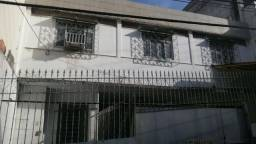 Casa triplex no centro de Vitória para residência ou comércio, precisando de reforma