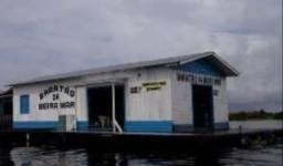 Vendo esse flutuante. 28 mil reais pra levar logo. Também troco em barco que me agrade.