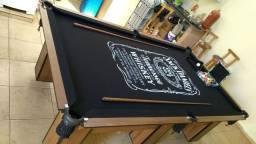 Mesa Charme de Bilhar e Jantar Cor Imbuia Tecido Preto Logo Jack Daniels Mod. YVOV7249