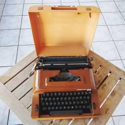 Remington na cor marrom Maquina de escrever antiga - antiguidade