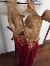Lindíssimo vestido vermelho com renda cor ouro da art blue