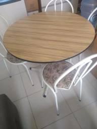 Título do anúncio: Mesa redonda com 04 cadeiras