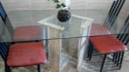 Mesa com base de mármore
