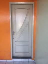 Vendo porta e janela com grade em excelente estado
