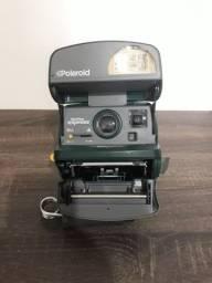 Título do anúncio: Câmera Polaroid 600 instantânia na cor verde.
