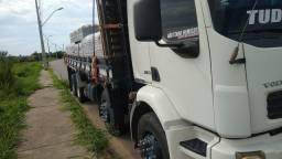 Vendo este caminhão VM 260 ano 2010 completo.