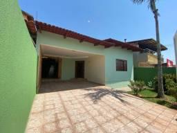 Título do anúncio: Casa para venda com 300 metros quadrados com 3 quartos em Parque das Flores - Goiânia