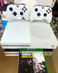 Xbox one s 1tb impecável (2 joysticks + mídia física + 3 meses de garantia)