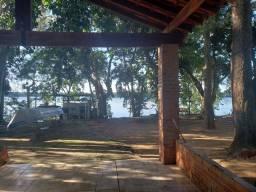 Rancho castilho na beira do rio Paraná