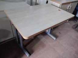 Mesa Amadeirada sem Gavetas (Usado)