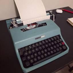 Parcele em ate 10x SEM juros Maquina de escrever antiga - antiguidade