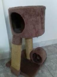 Arranhador e casinha pra gato
