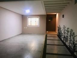 Linda casa no Edgar Pereira com 3 quartos com suite e espaço gourmet