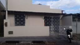 Alagoinhas Velha: Reformando, garagem coberta, 2/4, sendo 01 suíte, quintal