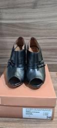 Sapato preto peep toe couro UZU n.36