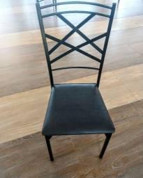 Título do anúncio: Cadeira de ferro com acento almofadado na cor preta.