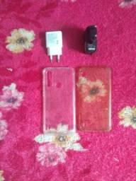 Vendo 4 itens pra celular duas fontes originais Motorola e positivo e duas capas proteção