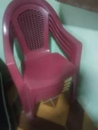 Título do anúncio: Cadeiras de plástico novas valor a combinar