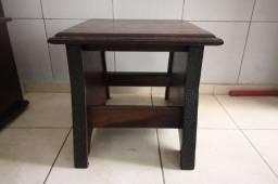 Mesa de Canto / Lateral / em Madeira Maciça Marrom 50 cm x  55 cm x  55 cm