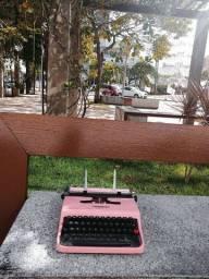 O.L fabricada em 1950 Maquina de escrever antiga - antiguidade