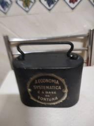 Mini Cofre Antigo - material ferro fundido