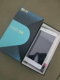 Celular blu na caixa com impressao digital